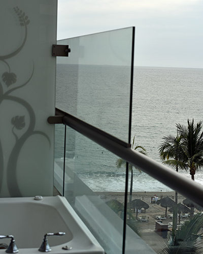 GR8 - Balcony Glass Railing
